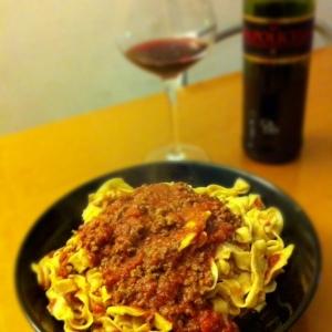 Tagliatelle con ragu e vino rosso